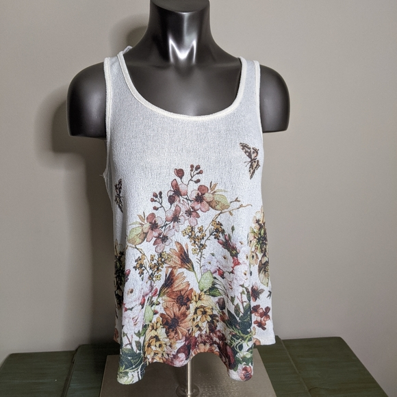 Forever 21 Tops - Forever 21 Floral Sweater Tank Top